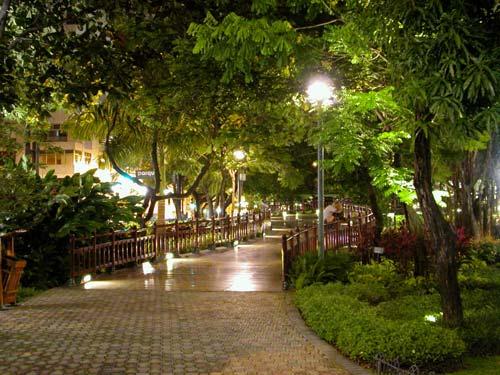 Iluminaci n de jardines iluminacion de jardines exteriores - Iluminacion de jardines ...